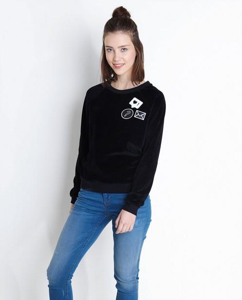 Sweaters - ZWM - Zwarte fluwelen sweater met patches