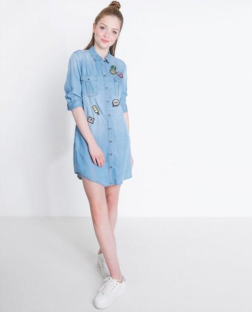 Kleedjes - Jeansjurk met patches