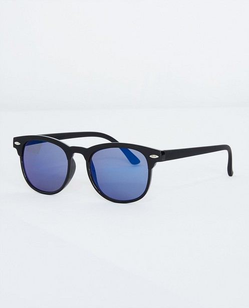 895f47edcd3b83 Zwarte zonnebril - met blauwe glazen - JBC