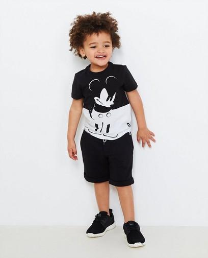 Schwarz-weißes T-Shirt