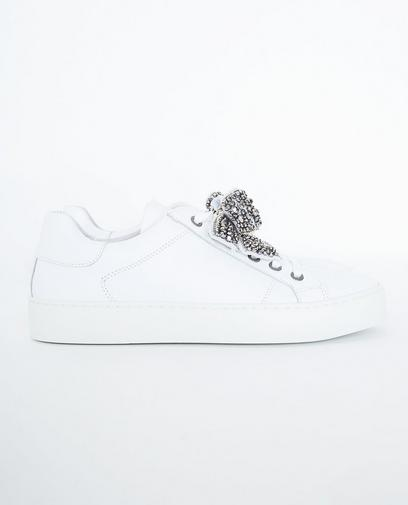 Roomwitte sneakers
