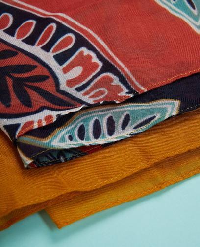 Écharpe colorée