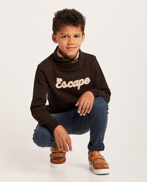 Donkerbruine sweater - met opschrift - JBC