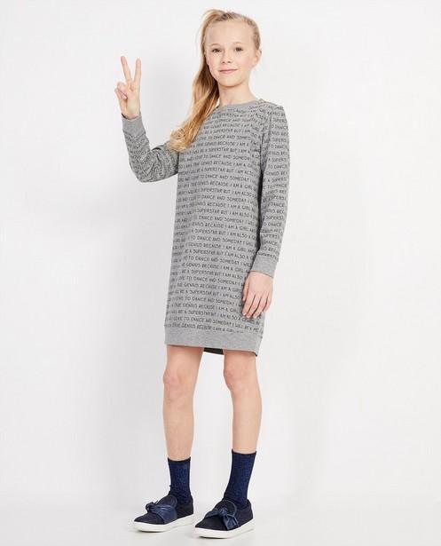 Sweatkleid mit durchgehendem Print BESTies - BESTies - Best price
