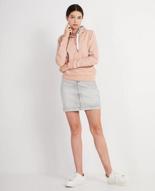 Sweaters - GNM - Hoodie met opschrift