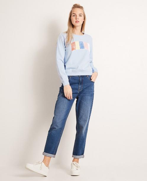 Sweater mit Swipe-Pailletten - Regenbogen/Aufschrift - Groggy