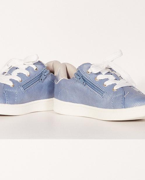Schuhe - Aqua - Fein gestreifte Sneaker