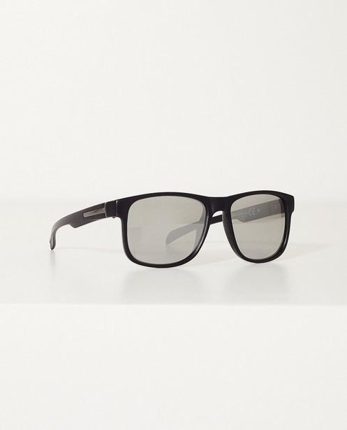 7f26f8e6d660bf Zwarte zonnebril - Met spiegelglazen - JBC. Zonnebrillen - ZWM ...