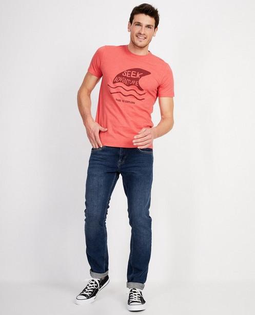 Rood T-shirt met leuk opschrift - Seek adventure - JBC