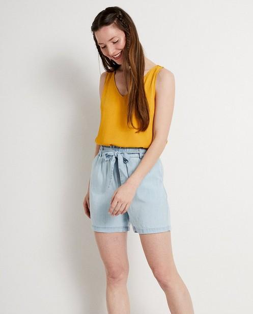 Hemden - Okergele top met kanten rugdetail
