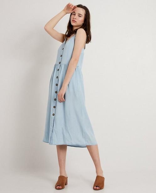 Lichtblauwe jurk van lyocell - met knopen - JBC