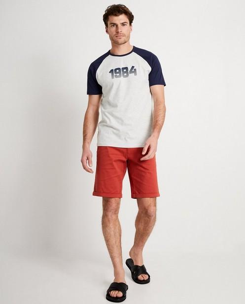 T-shirt gris, inscription «1984» - et manches bleu foncé - JBC