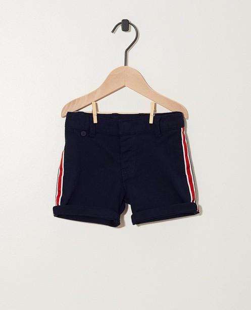 Donkerblauwe short met rode streep - en witte strepen - JBC