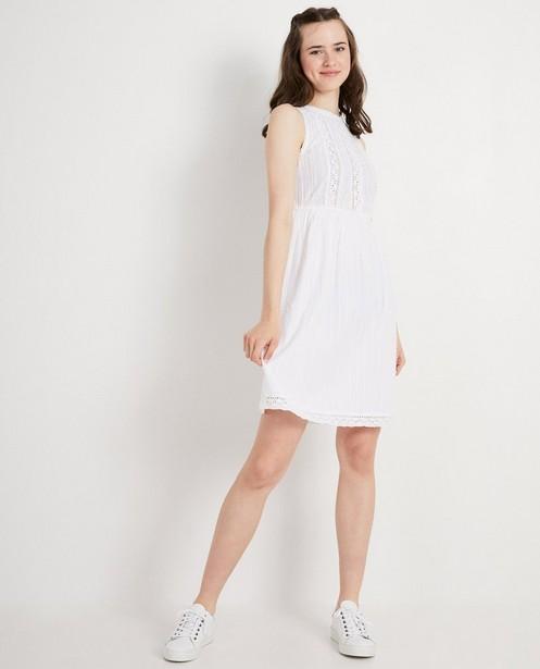 Witte jurk met kant - hooggesloten hals - Groggy