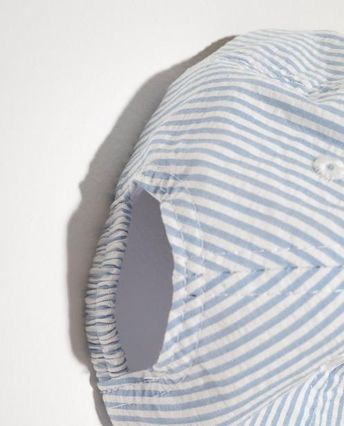 Bonneterie - Casquette bleue à rayures blanches