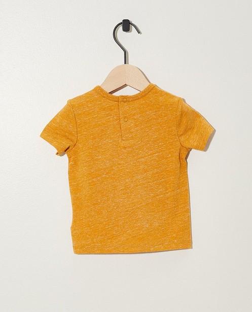 T-shirts - GLM - Okergeel T-shirtje met opschrift