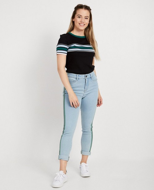 Zwart T-shirt met color block - strepen op de borst - JBC