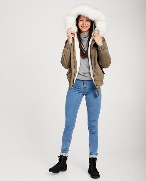 Groene jas met witte pels - in kakigroen - JBC