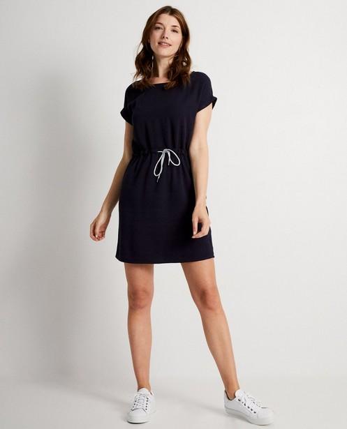 Donkerblauwe jurk - met fijn reliëf - JBC