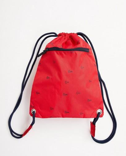 Rote Sporttasche mit blauer Aufschrift