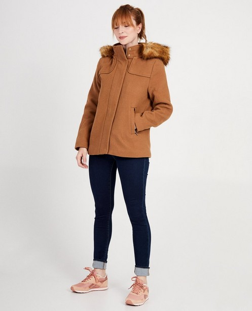 Lichtbruine jas met faux-fur Sora - boord aan de kap - JBC