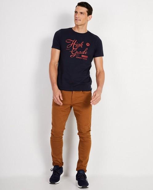 Donkerblauw T-shirt met opschrift - in rood - JBC
