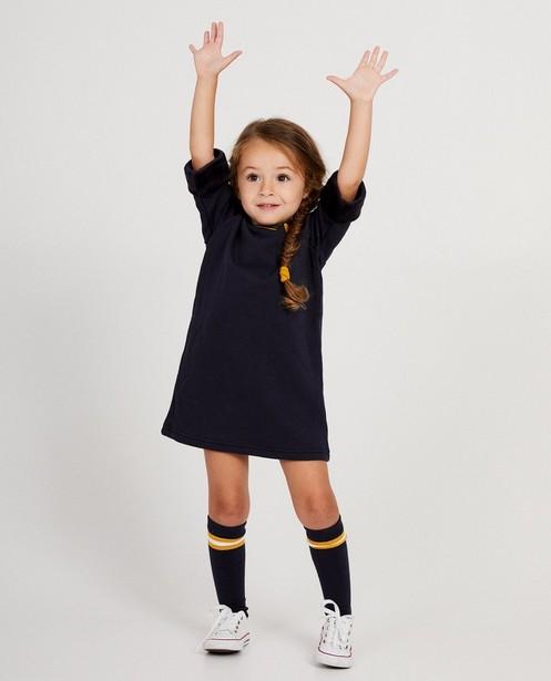 Marineblauwe jurk met geel hartje - en speciale mouwboord - JBC