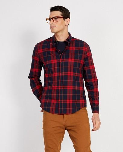 Blauw hemd met rood ruitpatroon