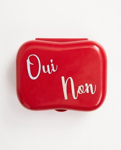 Rode boterhammendoos met opschrift - op de deksel - JBC