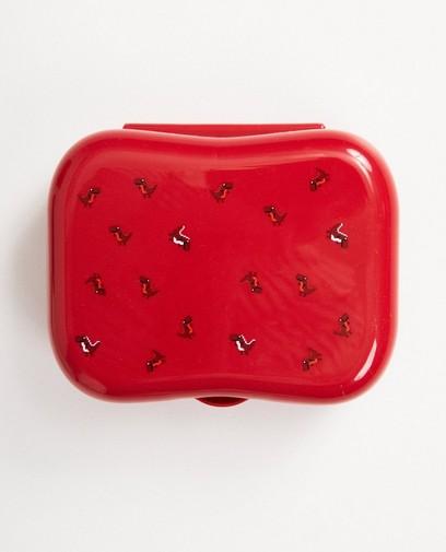 Rote Brotbüchse mit Aufschrift
