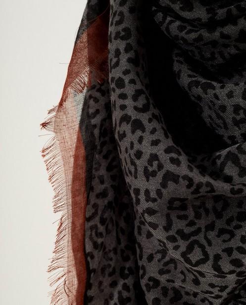 Breigoed - GSD - Grijze sjaal met jaguarprint