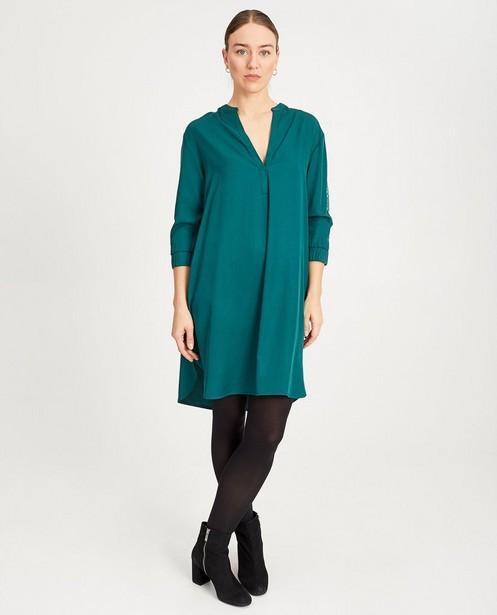 Groene jurk met pailletten Sora - op de mouwen - Sora