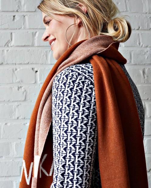 Roestbruine sjaal Karen Damen - met opschrift - Karen Damen