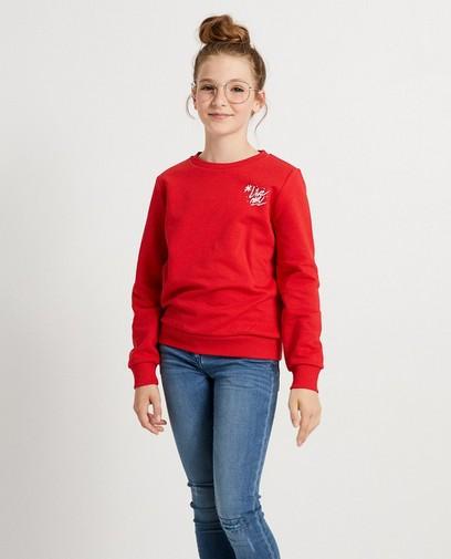 Rode sweater met opschrift #LikeMe