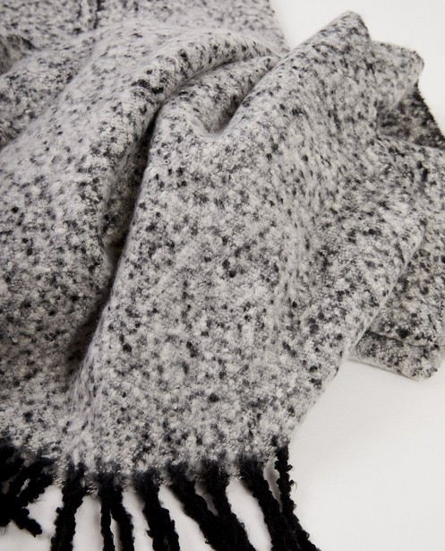 Écharpe noire et blanche Pieces - avec des effilochures - Pieces