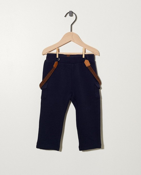 Blauw broekje met bretellen - met reliëf - cudd