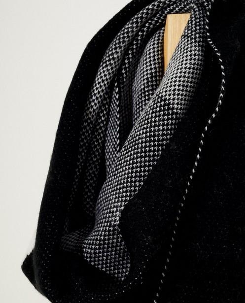 Breigoed - ZWM - Zwarte sjaal met opschrift Pieces