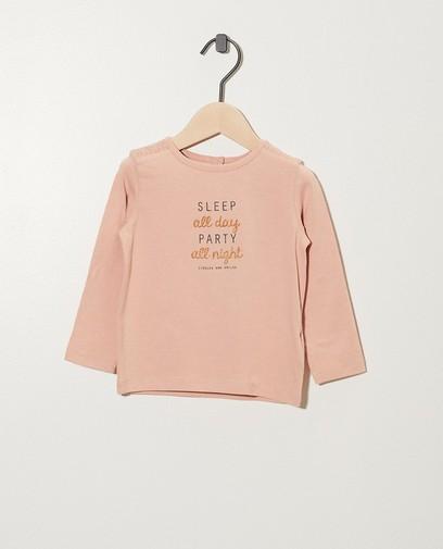 Rosa Shirt mit Aufschrift