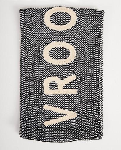 Grijze sjaal met opschrift
