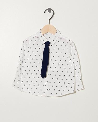 Weißes Hemd mit Musiknoten