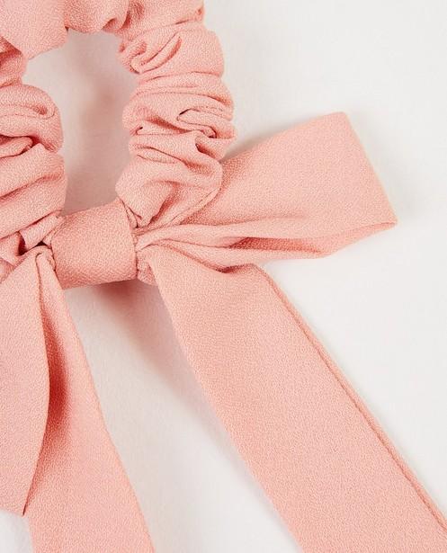 Breigoed - Roze scrunchie met strik
