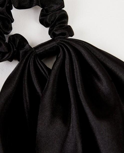 Breigoed - Zwarte scrunchie met linten