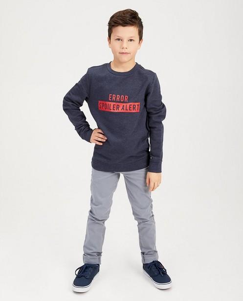 Blauwe sweater met print BESTies - in rood - Besties