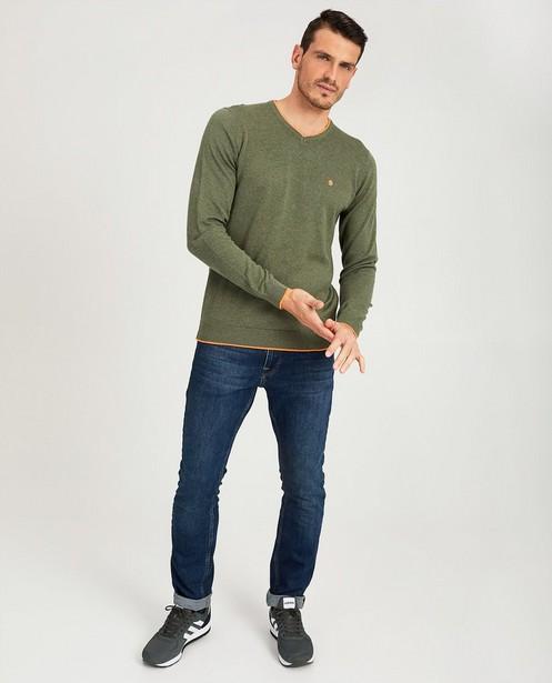 Donkergroene trui met V-hals - met felgekleurde boord - JBC