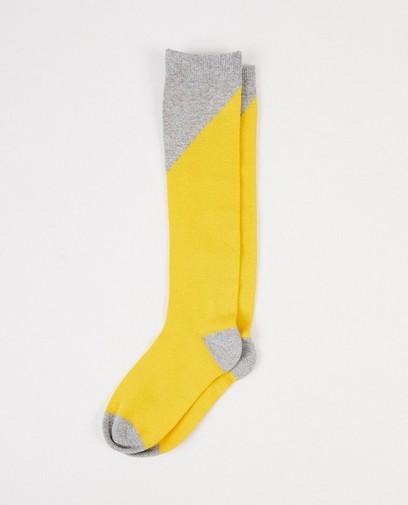 Gele kousen met grijs