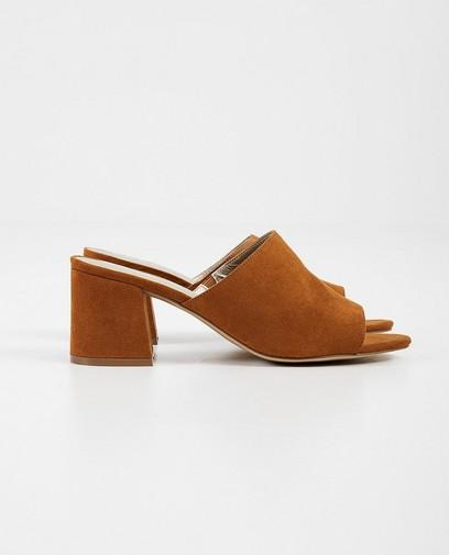 Camel slippers van suède