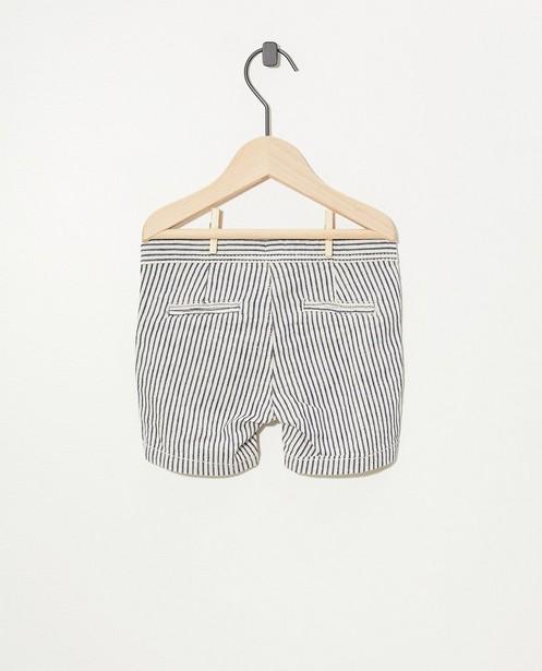 Shorts - Short blanc à rayures bleues