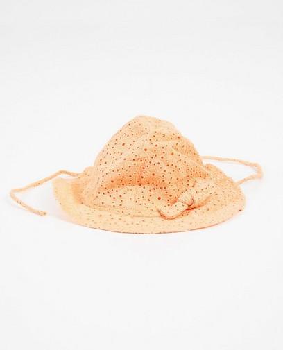 Orangefarbener Hut mit Lochspitze
