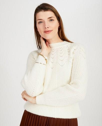 Witte trui met ajourpatroon