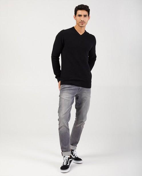 Zwarte trui met V-hals - met gebreid patroon - Iveo